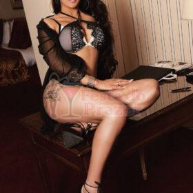 Lara Muniz top Trans